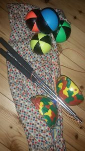 Geschicklichkeitsspiel: Jonglierbälle und Diabolo Set