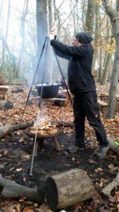Kochen auf Feuer beim Projekt KlimaKita.NRW