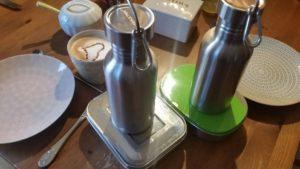 Trinkflasche und Brotdose aus Edelstahl