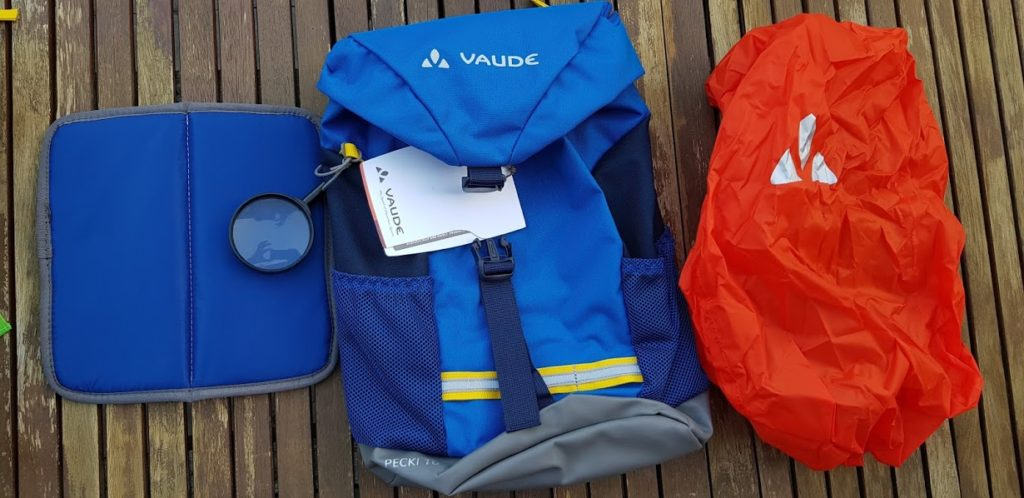 Vaude Pecki 10 mit Ausrüstung: Lupe, Sitzmatte und Regenschutz